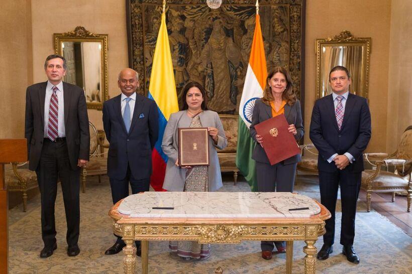 • La vicepresidente y canciller, Marta Lucía Ramírez, y la ministra de Estado para Asuntos Exteriores de la India, Meenakshi Lekhi, firmaron dicho memorando que se espera sea un hito en el camino de la cooperación bilateral entre ambos países