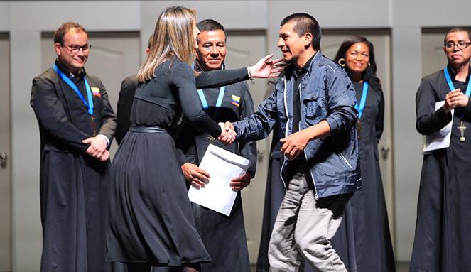 Colciencias entregó el Premio Mejor Maestro Ondas en la ceremonia de los Premios Compartir 2016