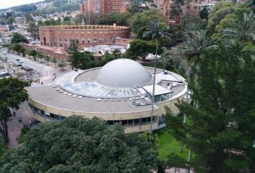 Foto exterior del planetario en Bogotá.