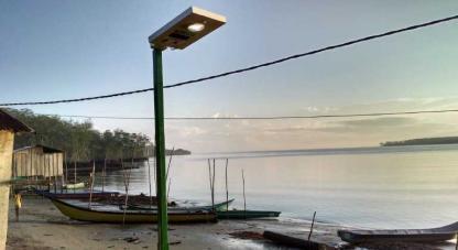 En El Charco, Nariño, habitantes gozan de electricidad por energía solar.