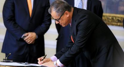 Diego Fernando se desempeñó desde el 1 de abril de 2013 al 15 de junio de 2016 como Vicerrector en la Universidad Nacional