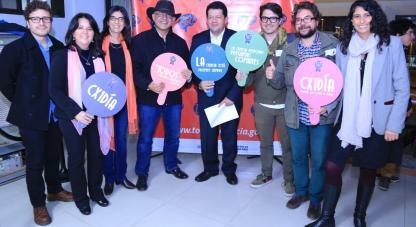 Colciencias se une con Señal Colombia para llevar la ciencia a la Televisión pública, con la serie Científico Por un Día, porque todo tiene su Ciencia