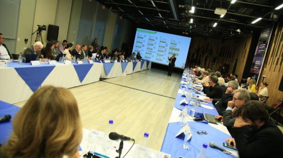 Durante la primera jornada de la Cumbre el equipo de expertos y las secretarías técnicas hicieron recomendaciones al Gobierno Nacional sobre educación y la fusión de Colciencias en Ministerio de Ciencia, Tecnología e Innovación