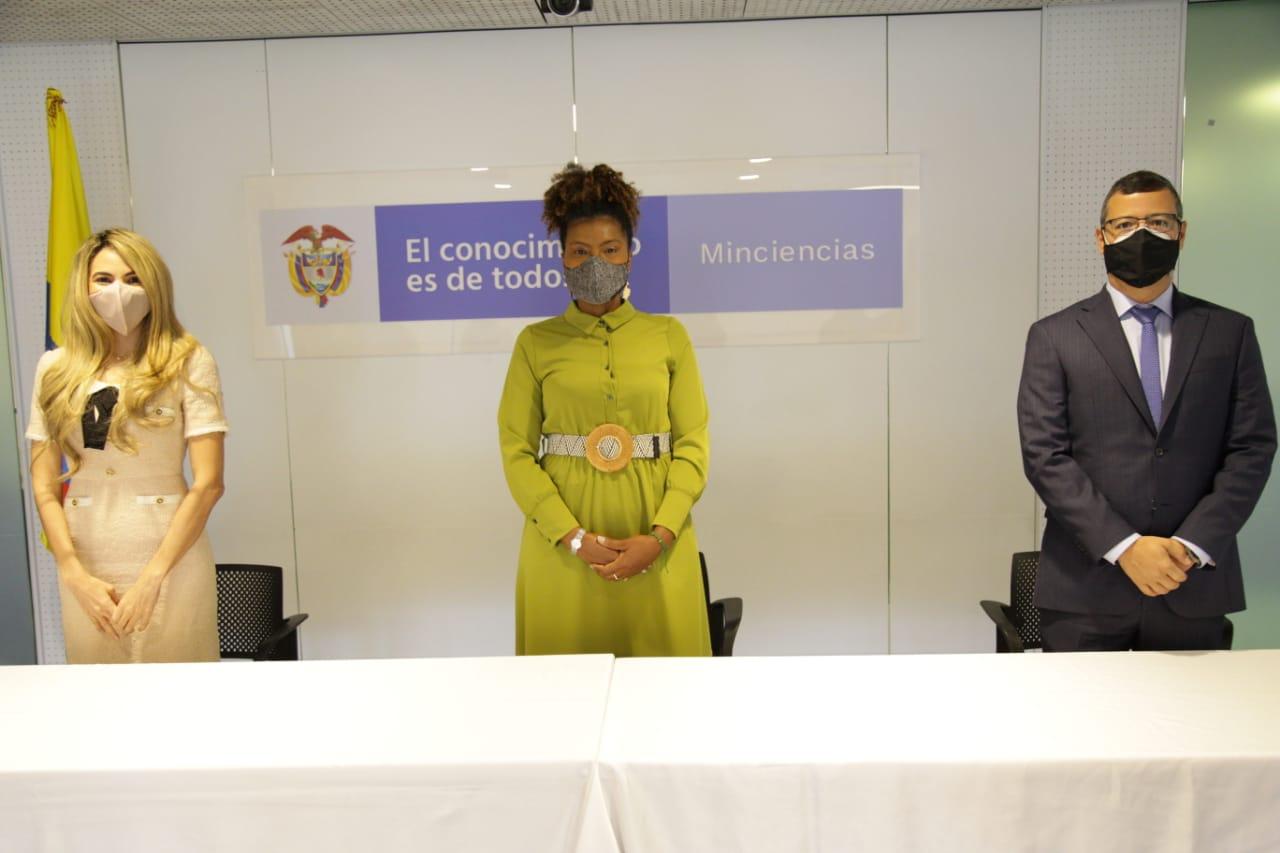 Ministra Mabel Torres junto a los nuevos viceministros Sergio Cristancho Marulanda y Ana María Aljure Reales